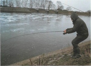 25 fishing from the 3.6m high wall above Cromwell Weir on a tidal stretch of the River Trent