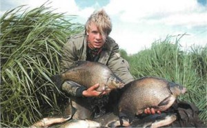 Bream - dustbin lids of the bottom