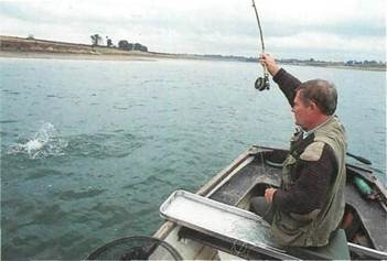 fly fishing on Pitsford Water
